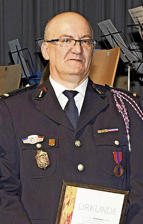 Der Bantzenheimer Feuerwehrmann Roland Onimus  wurde  ausgezeichnet.    Foto: Volker Münch