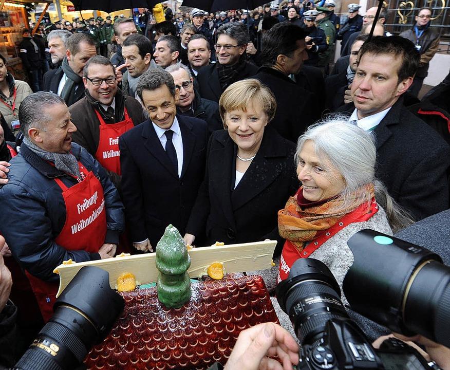 Angela Merkel bei einem Freiburg-Besuc...icolas Sarkozy auf dem Weihnachtsmarkt  | Foto: Ingo Schneider