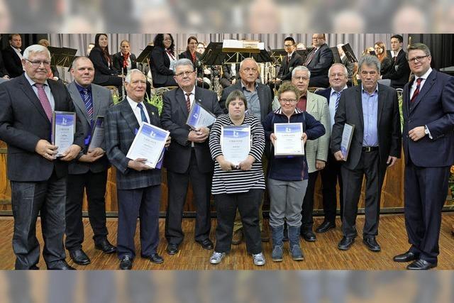 Zehn verdiente Bürger erhalten Auszeichnung
