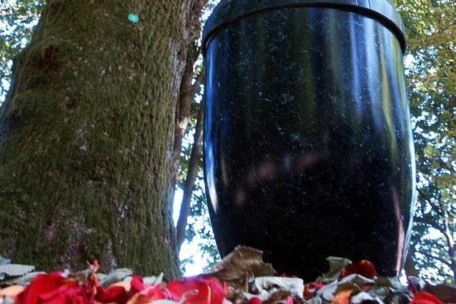 Gefährden verrottende Urnen Boden und Grundwasser?