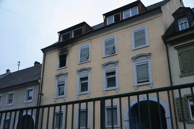 Vier Verletzte und 250.000 Euro Schaden bei Wohnhausbbrand