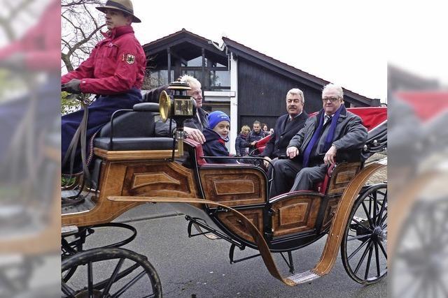 Reitereskorte durch Ichenheim