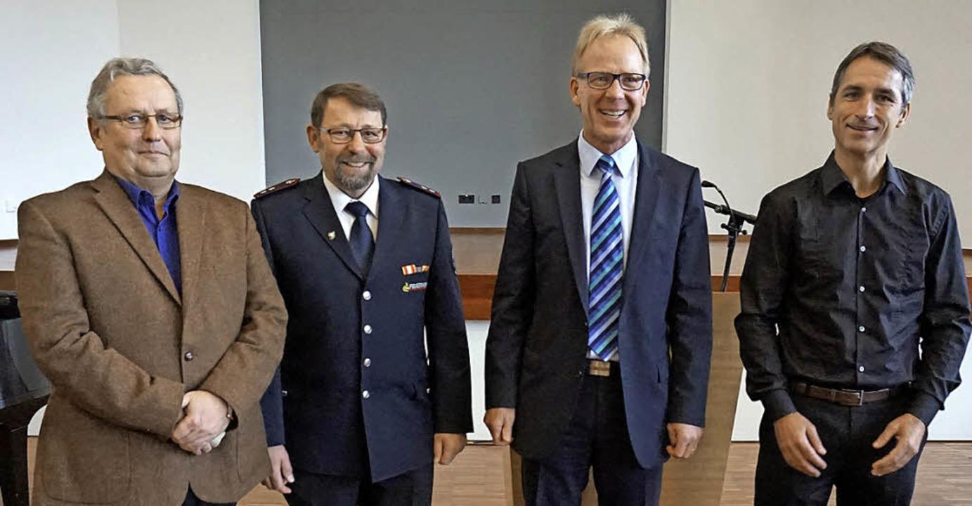 Verdientes Trio mit Bürgermeister: Kar... (Zweiter von links) mit  Jörg Kindel     Foto: Julius Steckmeister