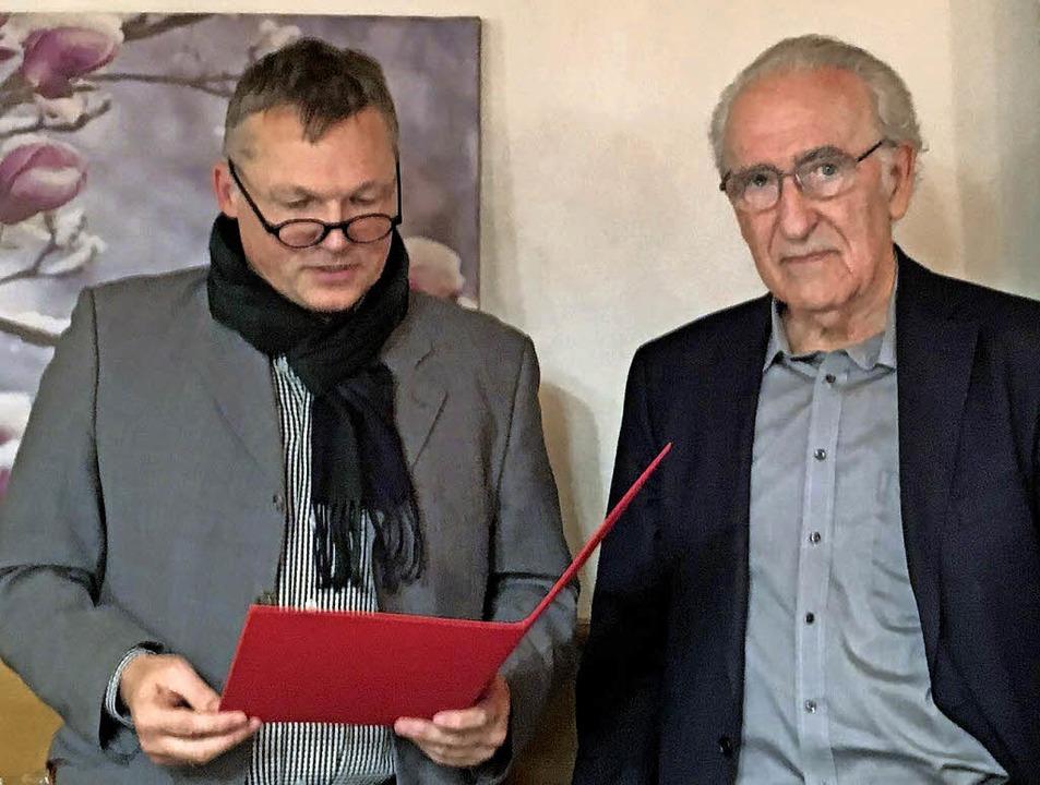 Eckhard Ulrich (links) und Petra Zentg...jährige Zugehörigkeit zur SPD geehrt.   | Foto: Privat