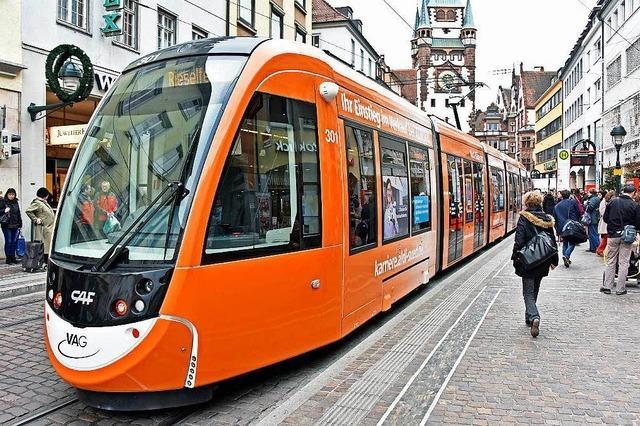 Straßenbahnen in Freiburg sind seit fast 100 Jahren mobile Werbeflächen
