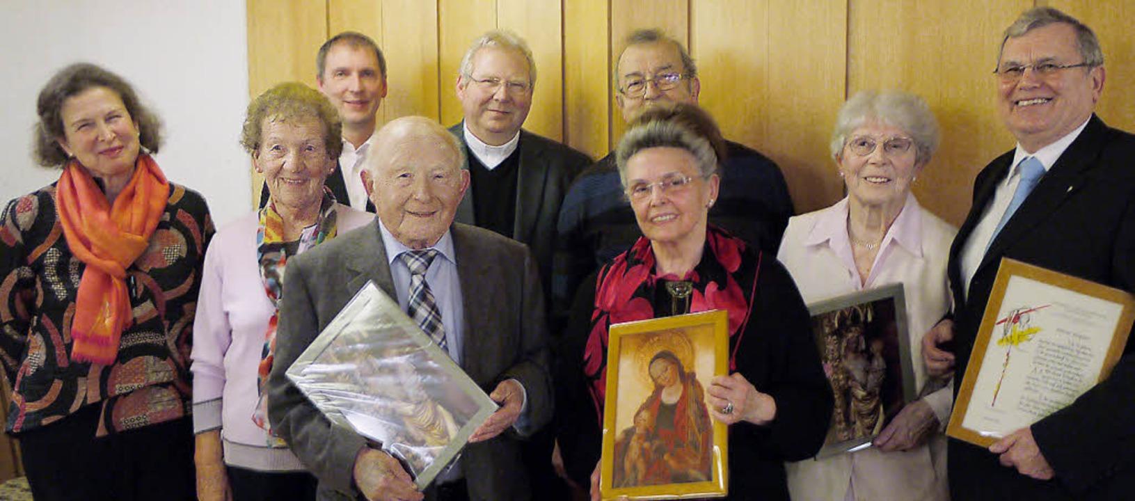 Pfarrgemeinderatsvorsitzende Magdalena...a Frank und Elmar Küpper (von links).     Foto: Hans Loritz