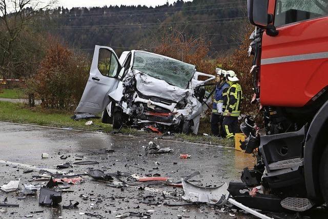 Fahrer stirbt auf der B 33