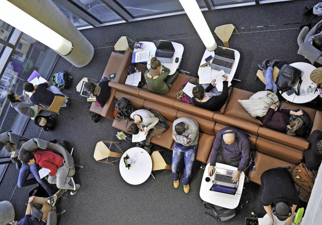 Nicht nur die Lesesäle sind voll, auch das Parlatorium ist gut ausgelastet.   | Foto: Thomas Kunz