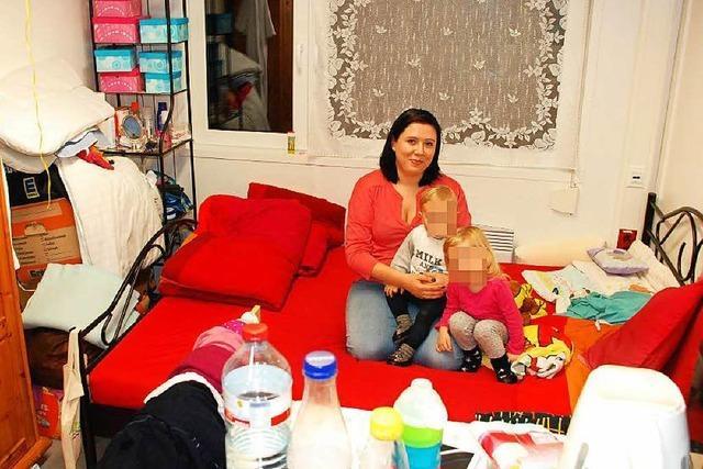 Mutter wohnt mit zwei Kindern in Marcher Flüchtlingscontainer