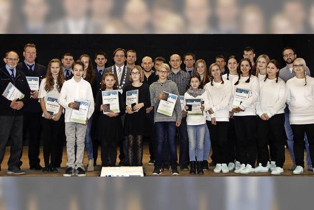 Gemeinde würdigt junge Talente