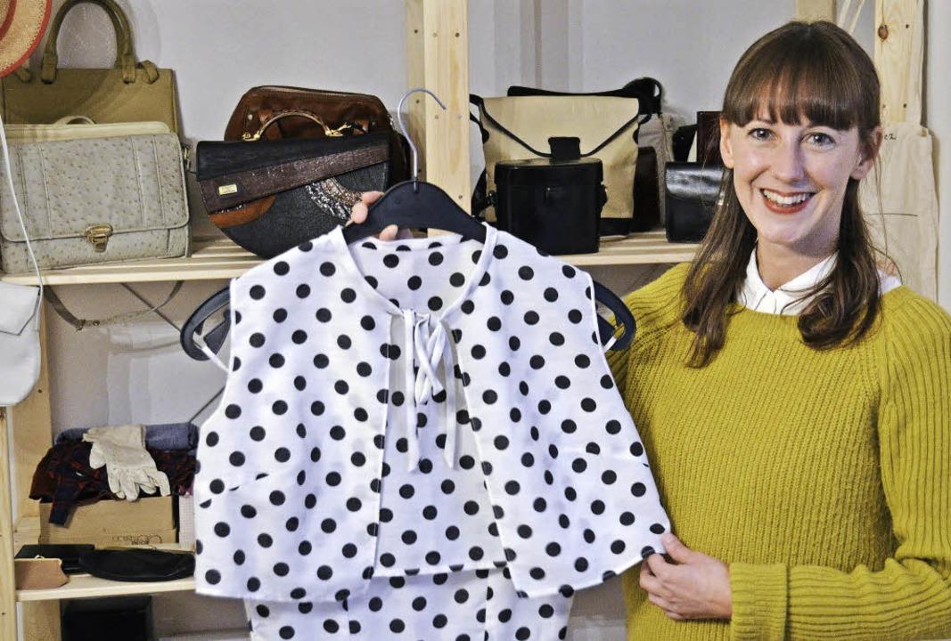 Mona Schütt im Schallstadter Lager von ihrem Mode-Start-Up Oma Klara  | Foto: Sophia Hesser