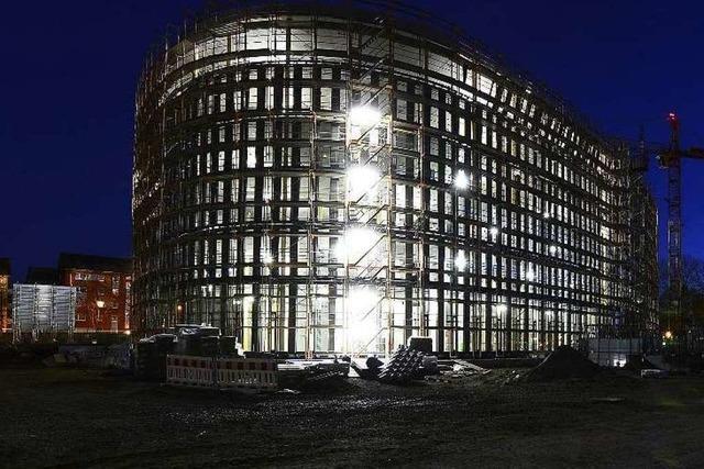 Licht aus: Um 22 Uhr soll auf der Rathausbaustelle die Beleuchtung ausgeknipst werden