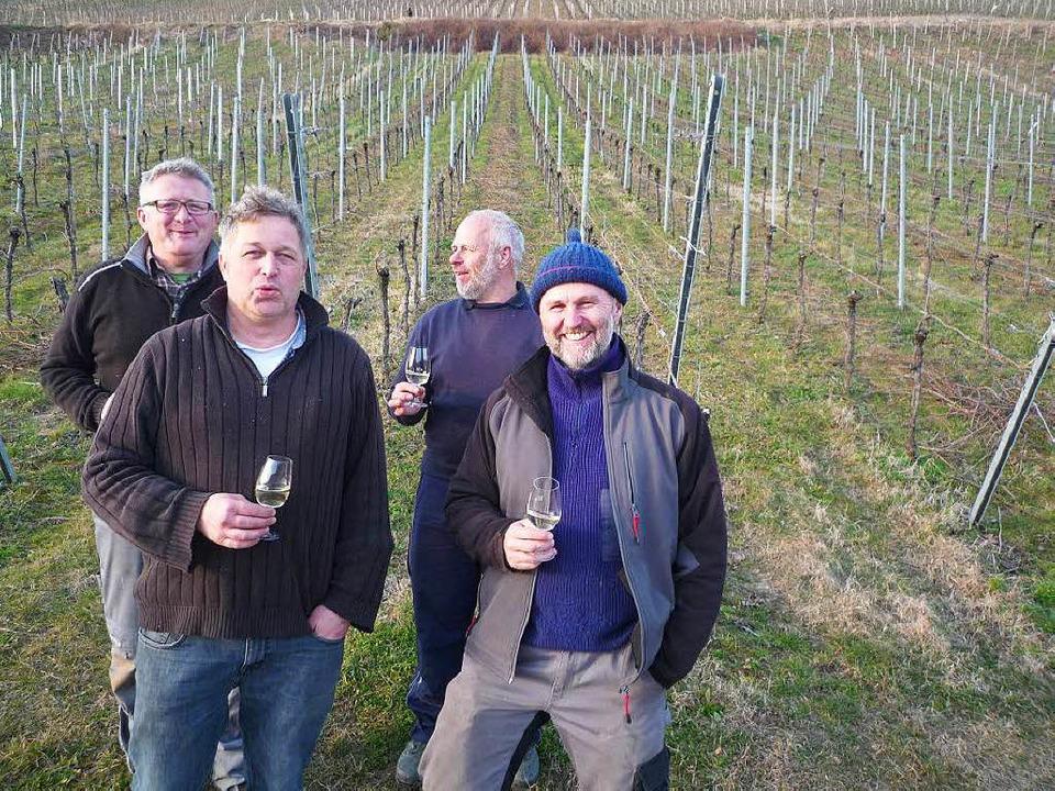 Vier Freunde im winterlichen Rebberg: ...ufmann und Karlheinz Schopferer (v.l.)  | Foto: Privat