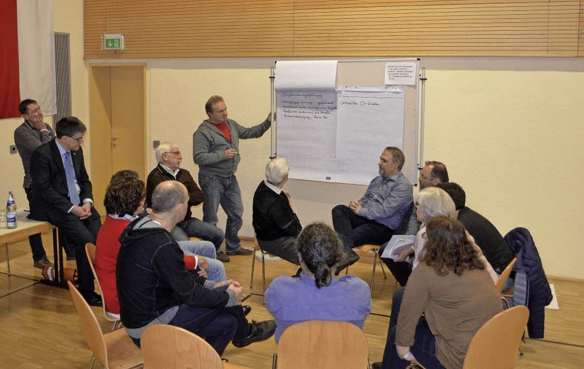 In der Bürgerversammlung in  Niederwin...twicklungsziele der Gemeinde beraten.   | Foto: Nikolaus Bayer