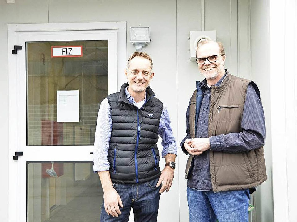 Michael Schreck (links)  ist für die s...euz leitet die Unterkunft in Breisach.  | Foto: Agnes Pohrt