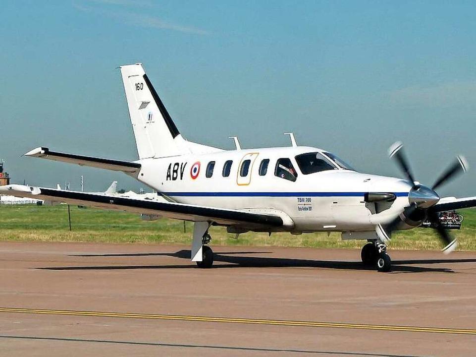 Mit einem solchen Flugzeug des französ...llers Socata war die Gruppe unterwegs.  | Foto: Adrian Pingstone