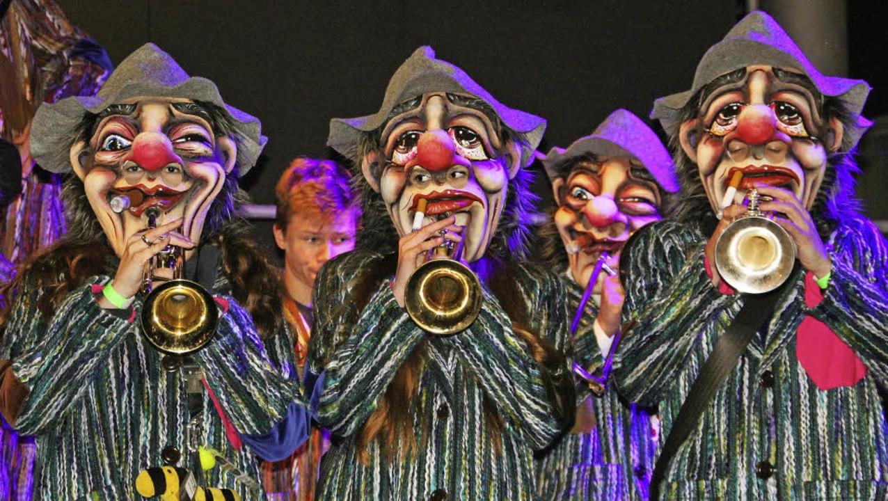 Jede Menge internationalen Gugge-Sound...tasievollen Masken und fetziger Musik.  | Foto: Sabine Model