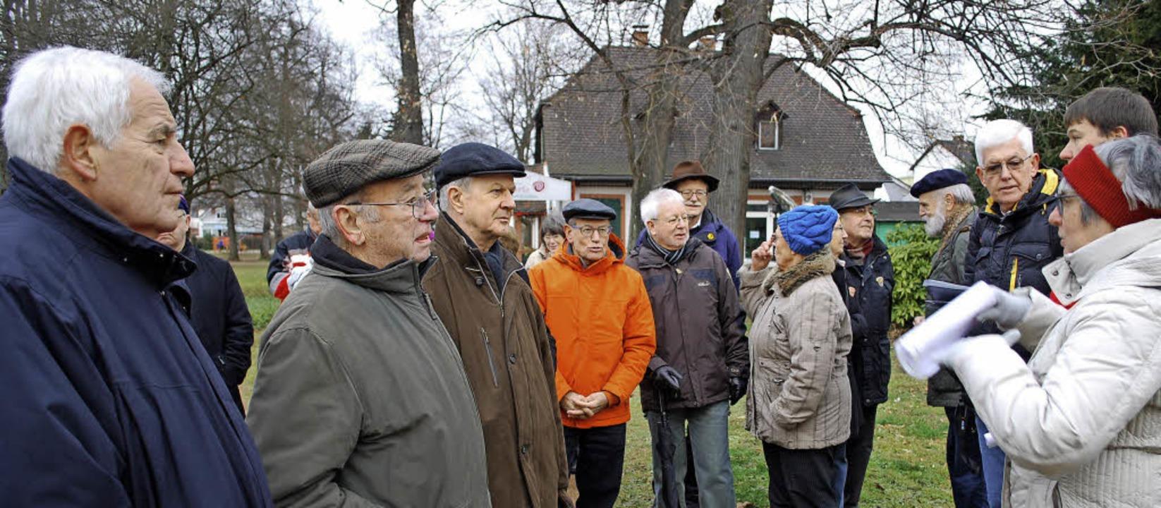 Auf Einladung der SPD spazierten am Sa...inister Rainer Stickelberger (links).     Foto: MINK
