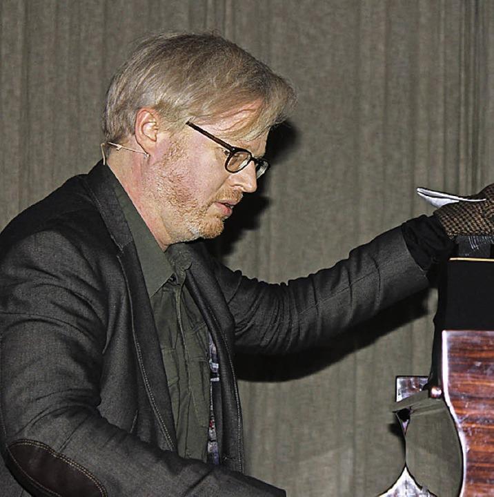 Claudius Bruns ist eher ein Mann der l...iaturpianisten als Meister am Klavier.    Foto: Martha Weishaar