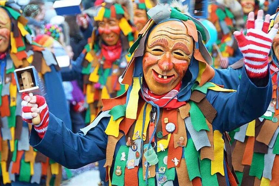 In Stegen beteiligten sich 74 Narrenzünfte, Musikkapellen, Guggemusiken und Fasnetcliquen am großen Jubiläumsumzug der Waldgeister. (Foto: Markus Donner)