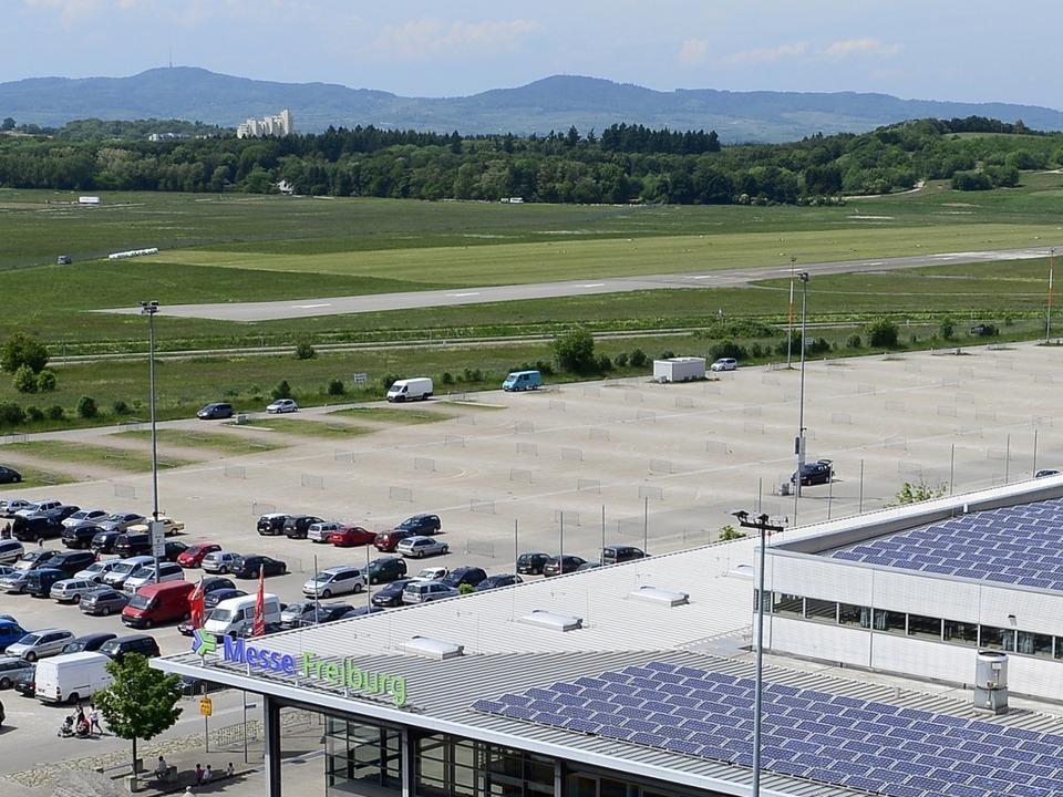 Der geplante Standort neben dem Flugplatz für das neue Stadion des SC Freiburg    Foto: Schneider Ingo