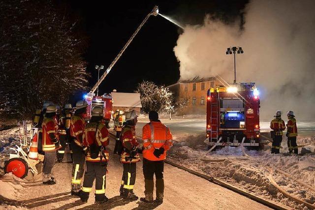 Wohngebäude in Unteribental wird Raub der Flammen