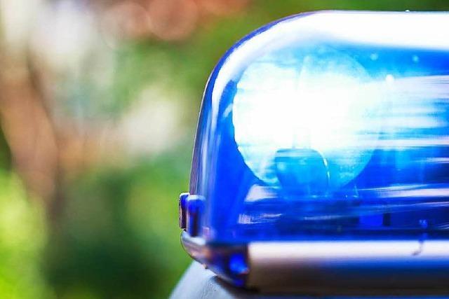Pärchen in der Sundgauallee überfallen – Täter wollten Cola und Rum klauen