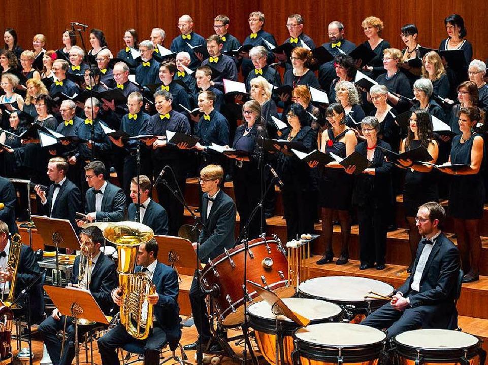 Großer Chor und das Orchester des ORSOphilharmonic.  | Foto: Miroslav Dakov