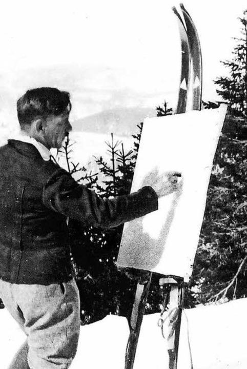 Karl Hauptmann an der improvisierten Ski-Staffelei.  | Foto: Katalog