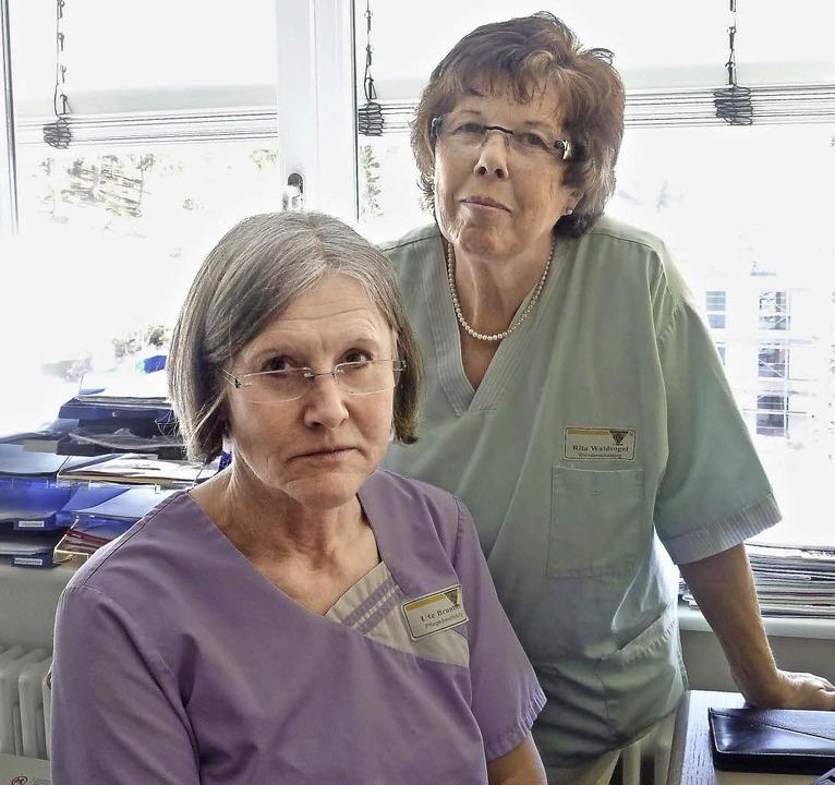 Ute Brunner (links) und Rita Waldvogel...nsweisen ihrer Patienten einzuordnen.   | Foto: Merle Hilbk