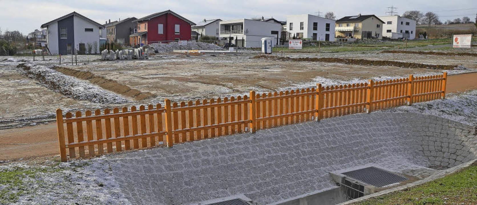 Hinterm Gartenzaun geht's weiter...Bauanträge für Einfamilienhäuser ein.     Foto: Markus Maier