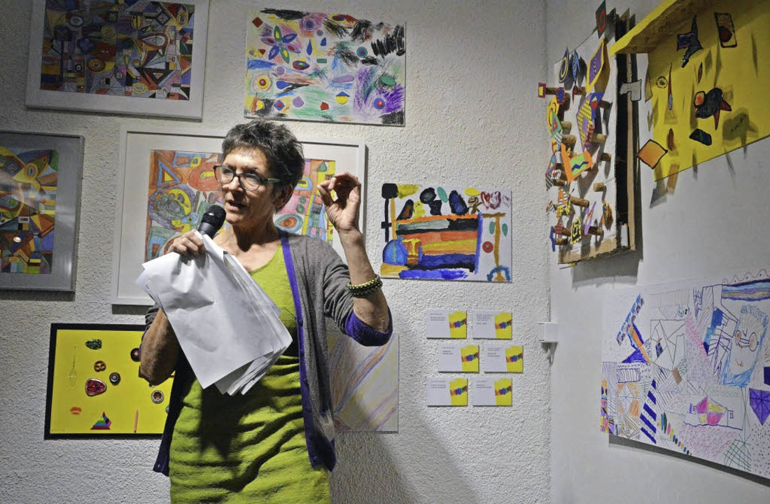 Projektleiterin Caroline Buffet erklärte die Werke.   | Foto: Barbara Ruda