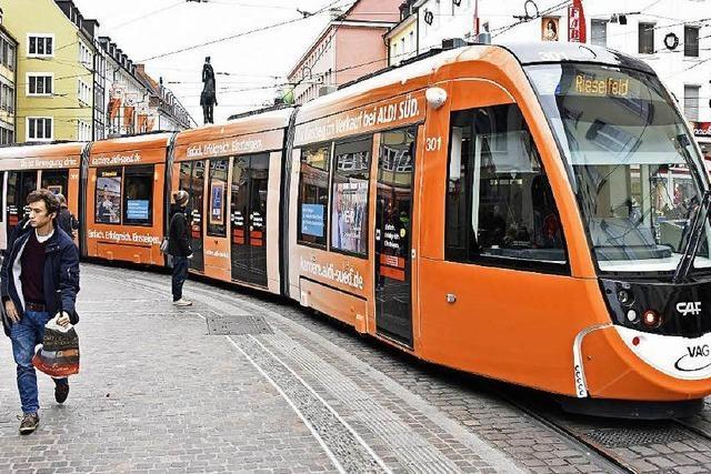 Straßenbahn Urbos ist zu lang für manche Haltestelle