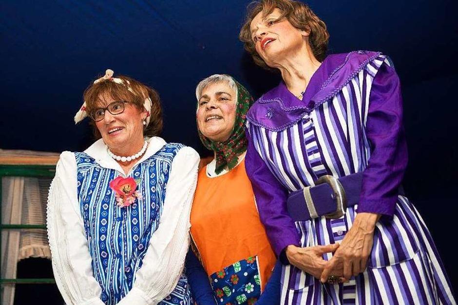 Die 3 Wiiber Claudia, Erika und Mechthild garantieren wie immer beste Unterhaltung. (Foto: Wolfgang Scheu)