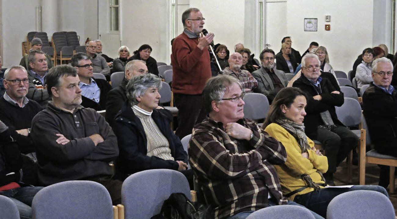 Rege Debatte inder Steinhalle bei der Bürgerinformationsveranstaltung  | Foto: Georg Voß