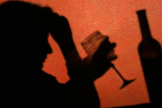 Betrunkener Gast in Lokal verletzt Polizisten mit Tritten