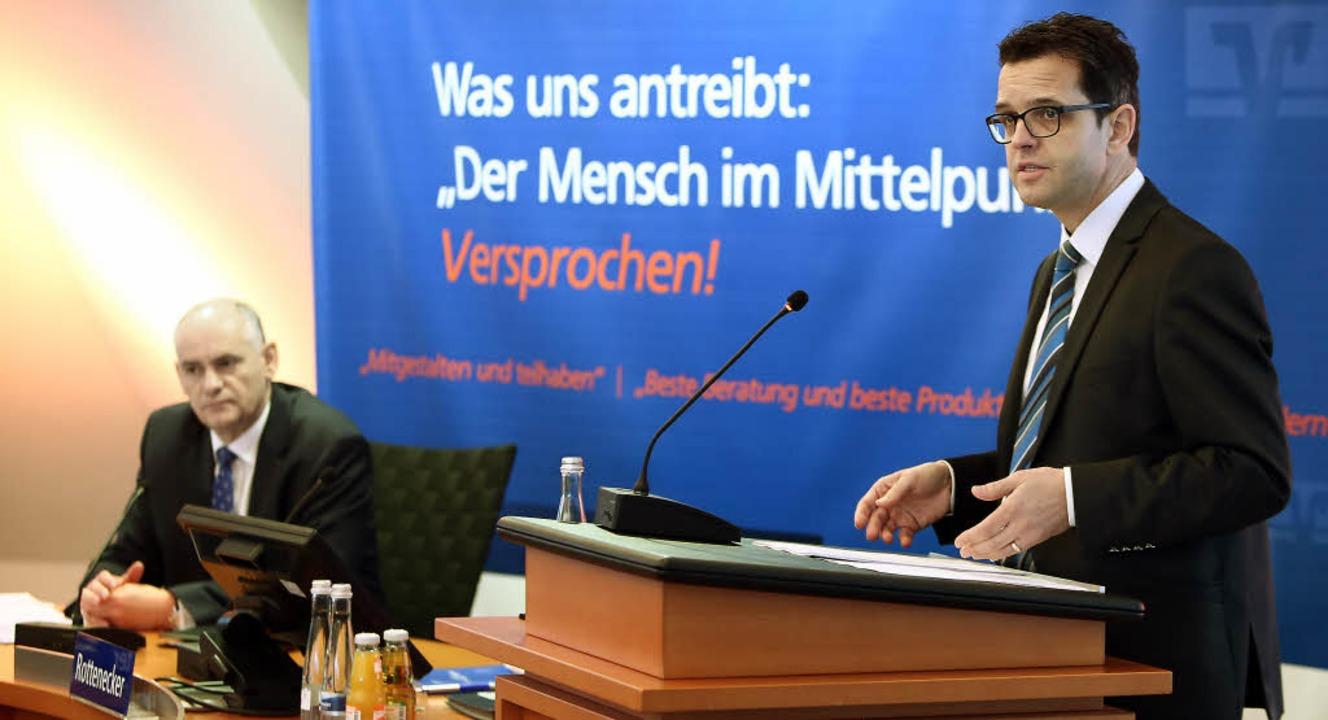 Der Vorstandsvorsitzende Peter Rottene... Volksbank Lahr für 2015 vorgestellt.   | Foto: Christoph Breithaupt
