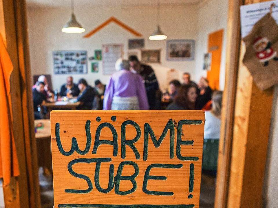 Die Wärmestube des St. Ursulaheims hil...ungslosen, der Winterkälte zu trotzen.  | Foto: Faruk Ünver
