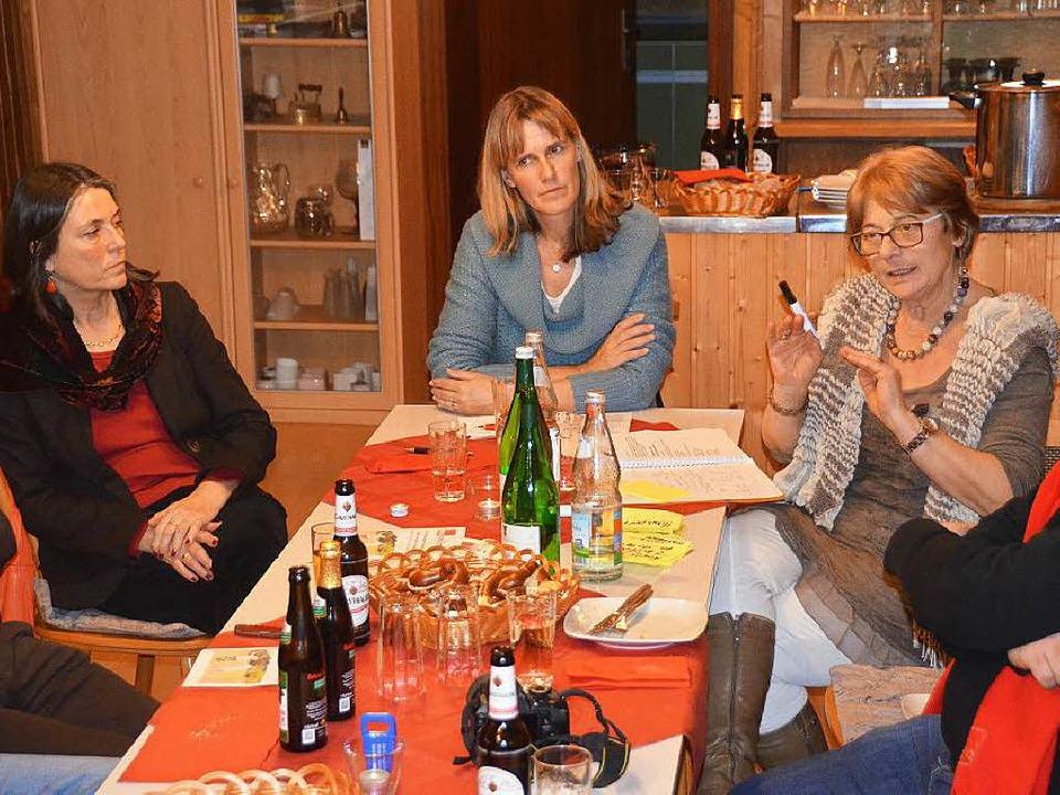 Die Vorsitzende des SPD-Ortsvereins, E...n Birte Könnecke und  Gabriele Weber      Foto: M. Maier