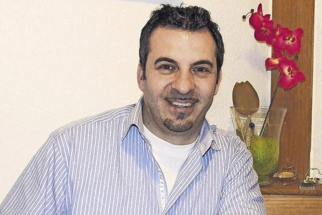 Enrico Meoni unterhält mit Musik und Tanz