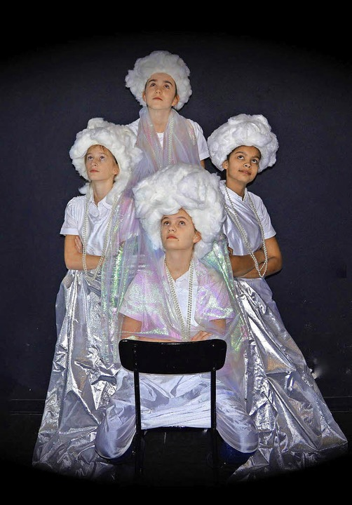 <BZ-FotoAnlauf>Theater zwo:</BZ-FotoAnlauf> lustige Wolken  | Foto: schule