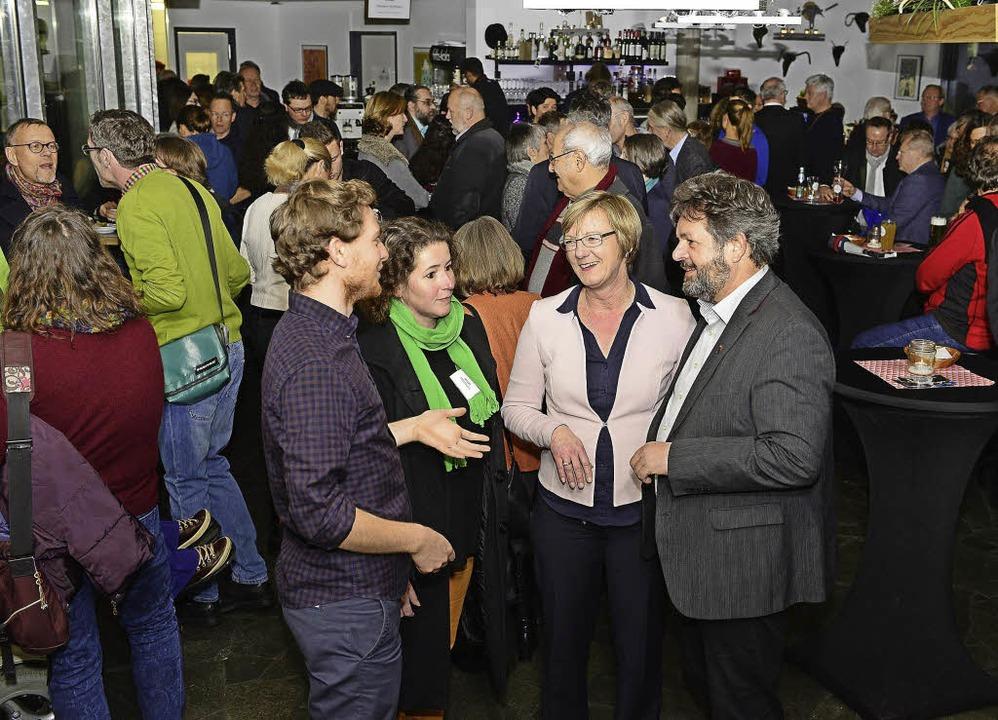 <BZ-FotoAnlauf>Grüner Neujahrsempfang:...ann und Reinhold Pix (vorn von links).  | Foto: Ingo Schneider