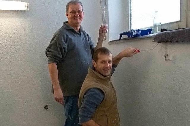 Fußballer des FC Waldkirch greifen zu Farbe