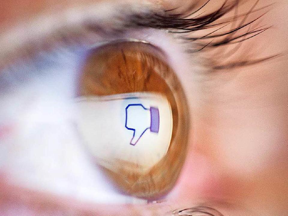 Es gibt Menschen, die bei Facebook Hasskommentare posten.  | Foto: dpa