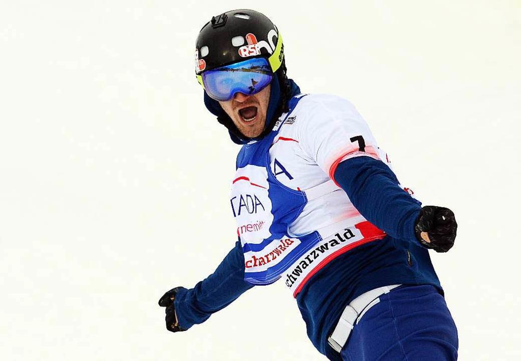 Nikolai Olyunin entscheidet das Herzschlagfinale der Männer für sich.  | Foto: dpa