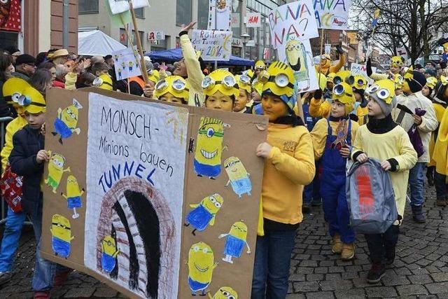 Fotos: 750 Kinder und 54 Narrengruppen beim Offenburger Narrentag