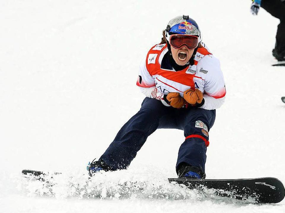 Eva Samkova aus Tschechien jubelt über ihren Sieg im Weltcup der Frauen  | Foto: dpa