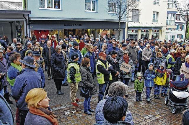 Kundgebung von Gegnern einer Flüchtlingsunterbringung und Gegendemonstrationen in Donaueschingen bleiben friedlich