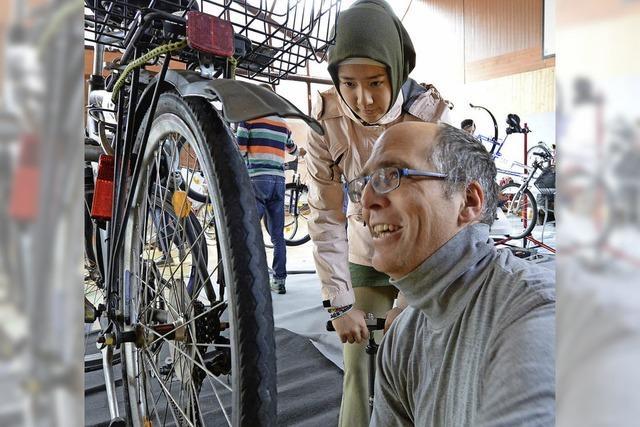 Wie die Flüchtlingshilfe Freiburg Flüchtlingen zu Fahrrädern verhilft