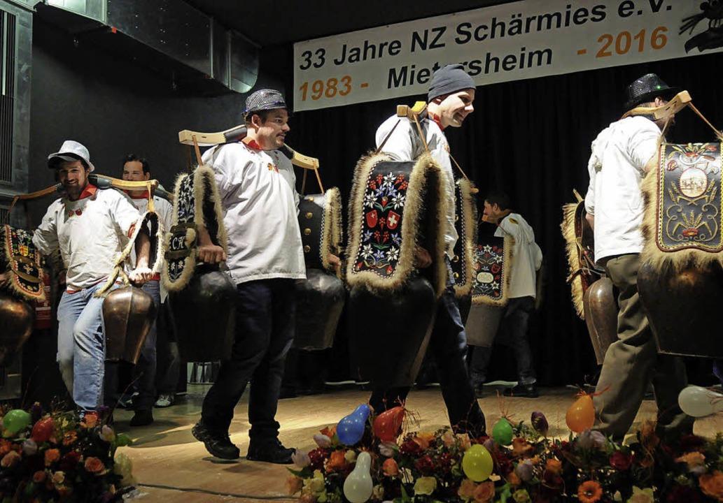 Ohrenbetäubende Geburtstagswünsche: Di... alpenländisches Brauchtum nach Lahr.   | Foto: WOLFGANG KÜNSTLE